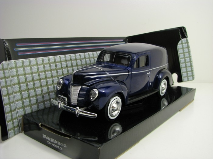 Ford 1940 Sedan Delivery Blue Metallic 1:24 Motor Max